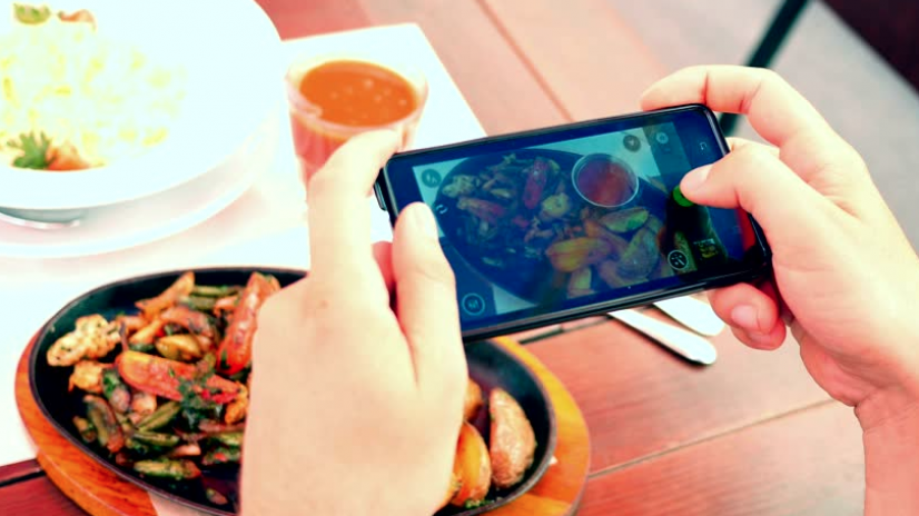 """Mobile Ordering made easy with """"TRAY"""""""